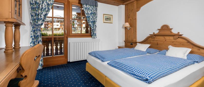 italy_dolomites-ski-area_arabba_garni_barbara_bedroom2.jpg